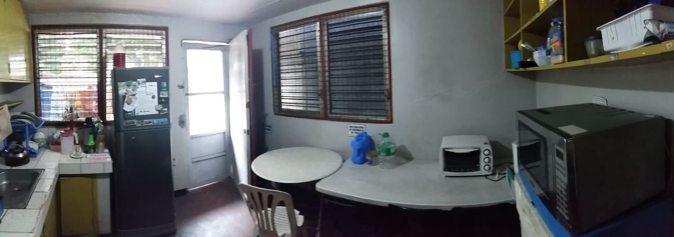 Bed space with parking and backyard - Quezon City - Hus