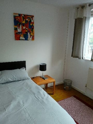 2nd double bedroom in warm friendly modern house