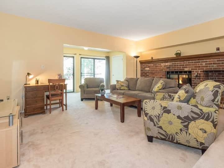 2BR townhome near Rutgers - 4