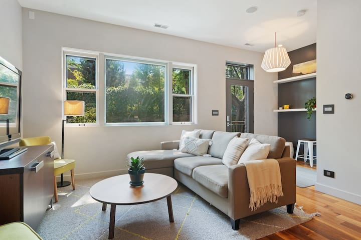 Modern Cottage in Coveted Wicker Park Location