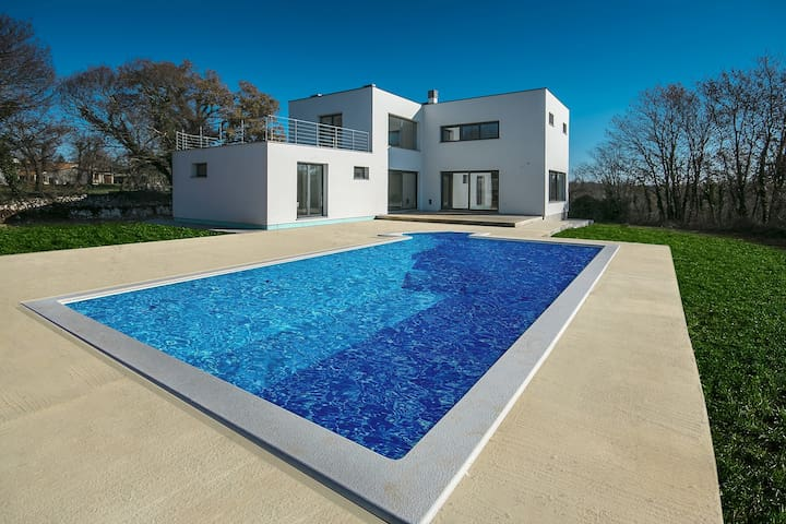 Contemporary Villa Danica with 5 Bedrooms and Pool - Belavići - Villa