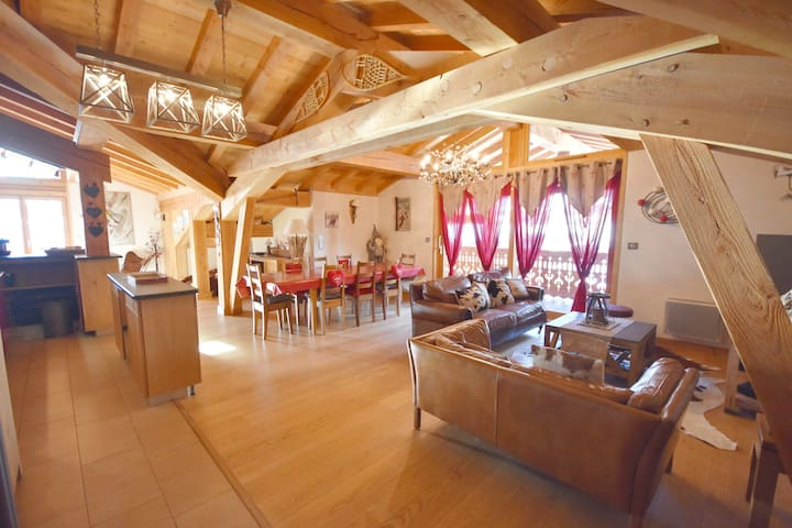 Mont Chery- 10people- Gorgeous 5 bedrooms apartment in the village centre