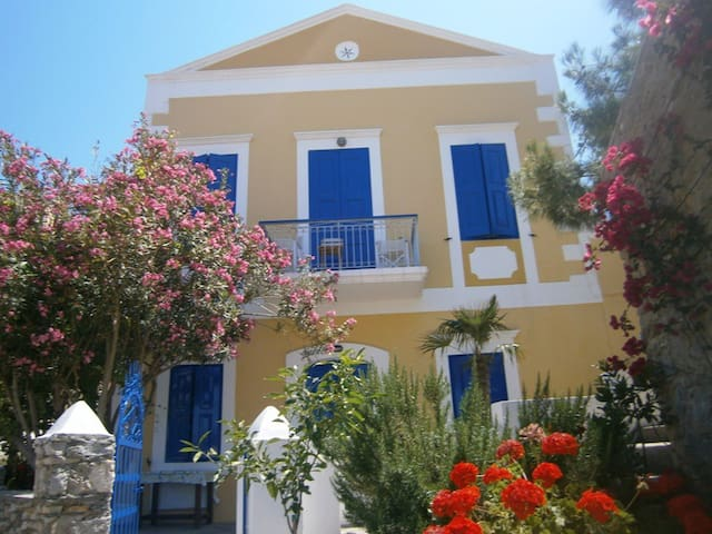 VILLA SYMERIA :TOP FLOOR - Ano Symi - House