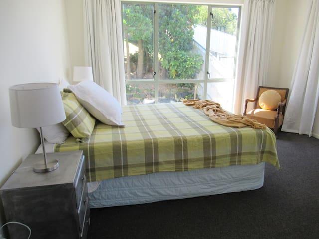 Master bedroom with en-suite and large walk in wardrobe