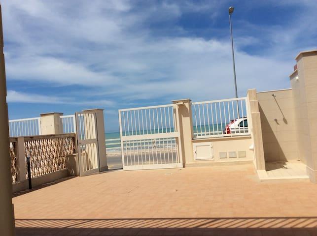 Casa di fronte al mare a Scoglitti - Scoglitti - Apartment