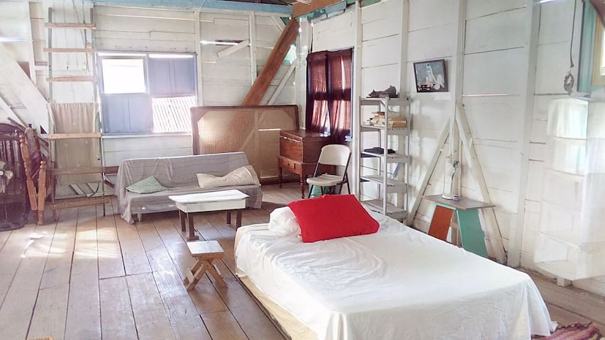 Familly room in hostel boutique 200 m to beach