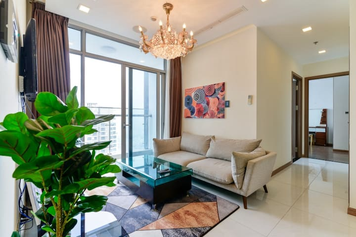 Vinhome apt wt 2br at 47th floor, view all city