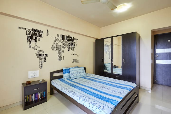 Spacious room w/ private bathroom & balcony