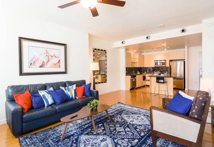 2 Bed Downtown Apt 10 min from Convention Center