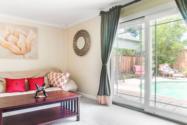 Gorgeous pool cabana near downtown Mountain View