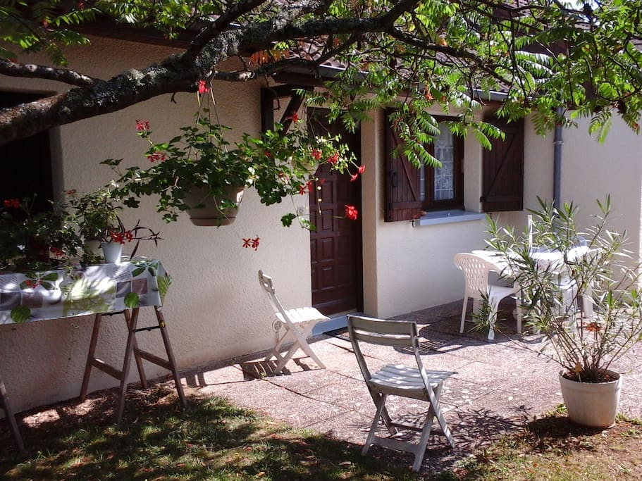 Chambre priv e dans maison calme avec jardin case in for Piscine quetigny