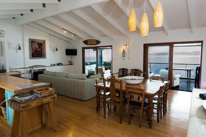QuarterDeck Apartment with Beautiful Sea Views