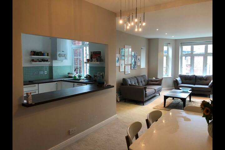 Bright, spacious, beautiful room in Hampstead