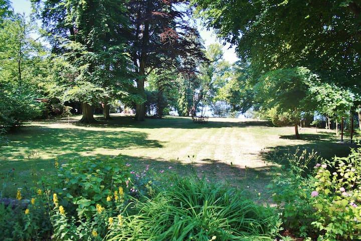 Zeitreise in alter Villa direkt am See
