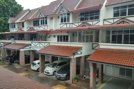 3 Rooms Town House at Raja Uda, butterworth,penang - Butterworth - Reihenhaus