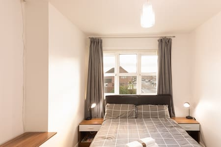 Double bed in Falkirk/Grangemouth,close to Kelpies