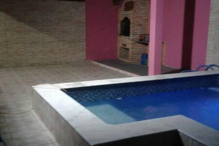 Casa com piscina em Peruíbe