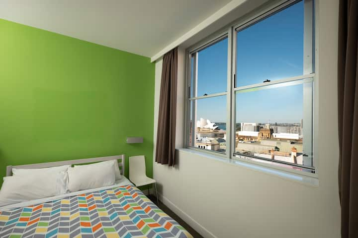 Double/Twin Room Ensuite with Opera House View