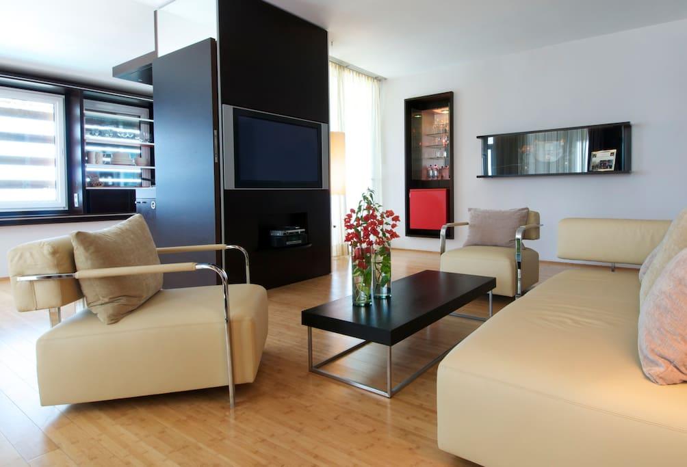 Bolivar Suite living