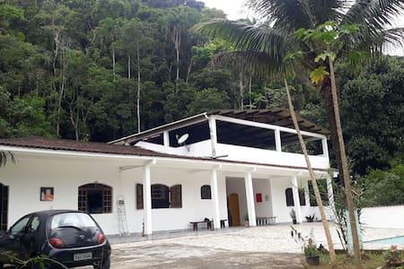 Casa na Serra do Mar entre Praias e Cachoeiras 01