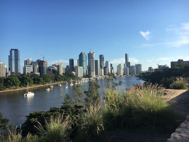 Modern 2Br apartment close to city - Kangaroo Point - Leilighet