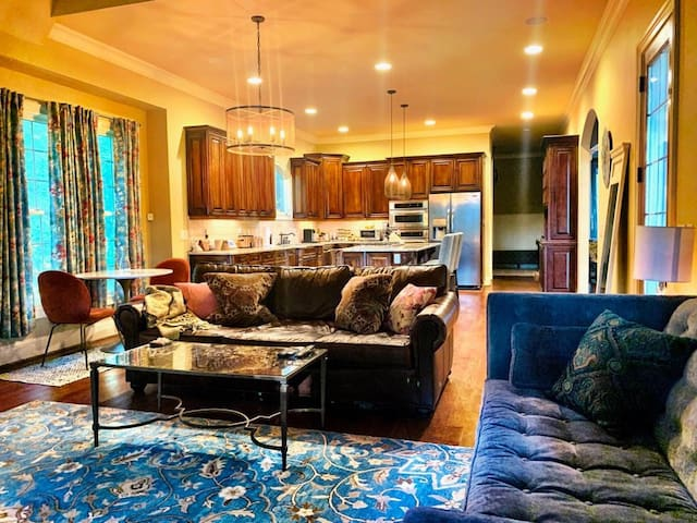 Rooms Available-European Style Home (Lake Norman)