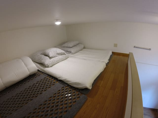 Loft space(3 set of FUTON)