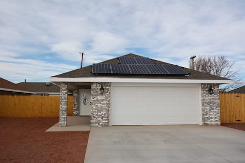CLEAN-NEW HOME, WATER SOFTENER, BBQ, END OF STREET