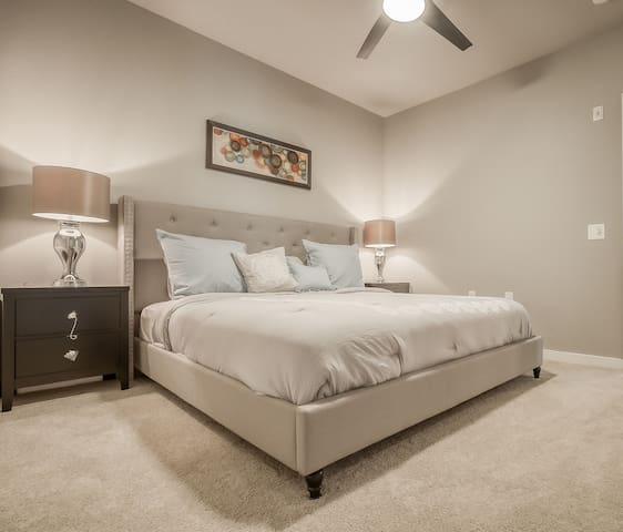 Uptown Dallas|Cozy 2BR|Pool|Rooftop|Parking❤️️