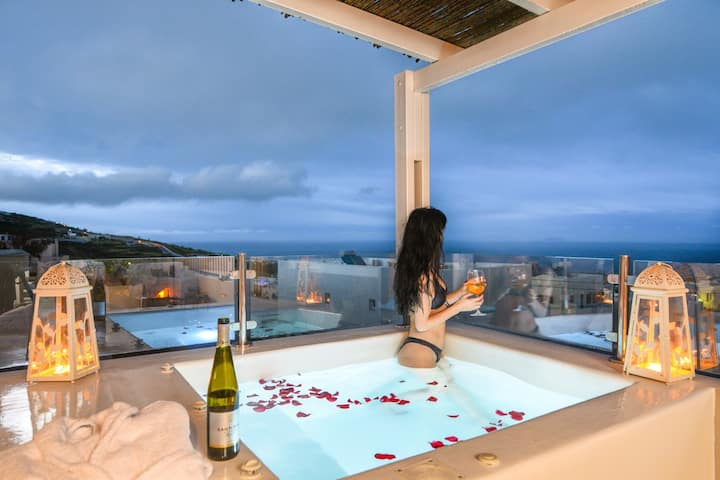 Deluxe villa with outdoor heated private jaccuzi