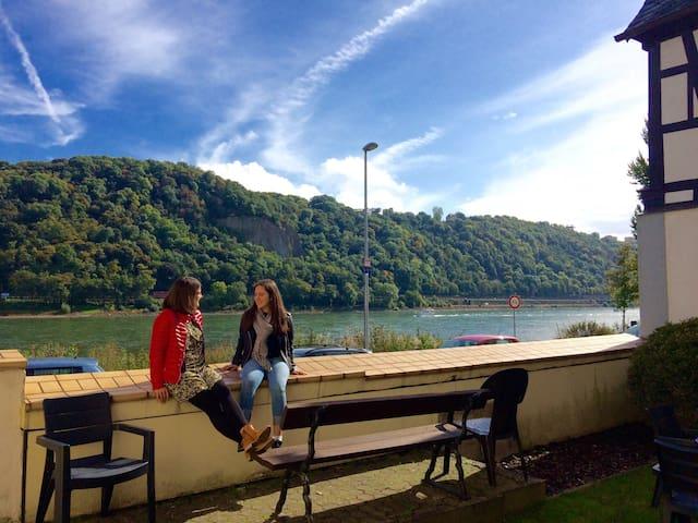 """Haus am Ufer"" a.d. Rheinpromenade in Koblenz"