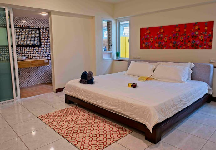 Bedroom with extra large King size beds and air condition