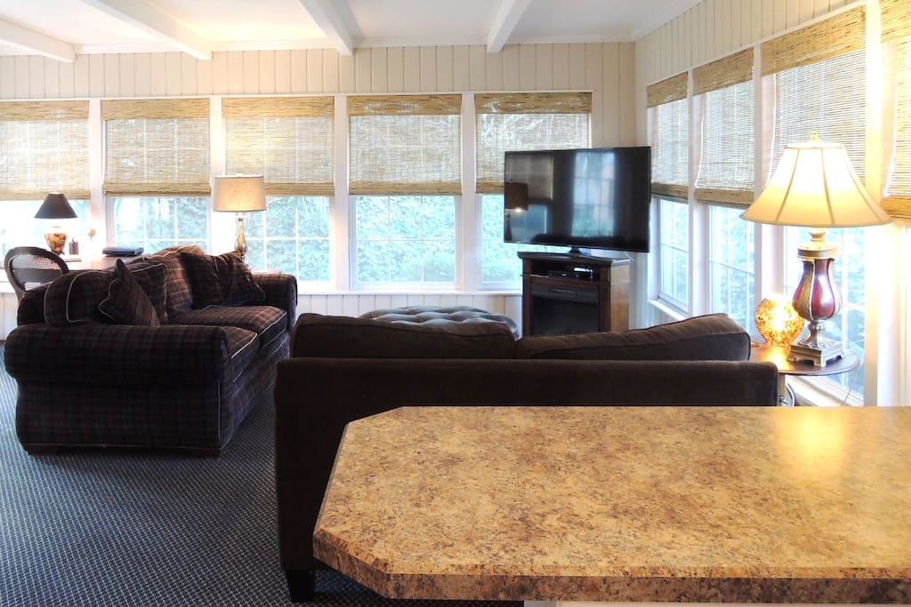 """""""Great secluded cottage! Cara was a great host and made sure I had everything I needed for a pleasant stay! Surrounded by trees and gardens...just cozy!! Large comfy couch, Wi-Fi, cable and Netflix."""" -Trellis, *****"""
