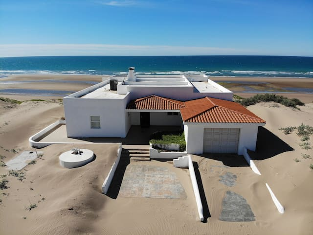 Beautiful 4 Bed / 4 Bath Beachfront House