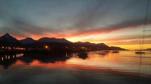 Vista mozzafiato sul Canale di Beagle e sulle montagne