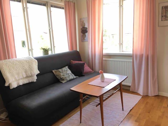 Liten lägenhet intill ringmuren, lugnt, centralt