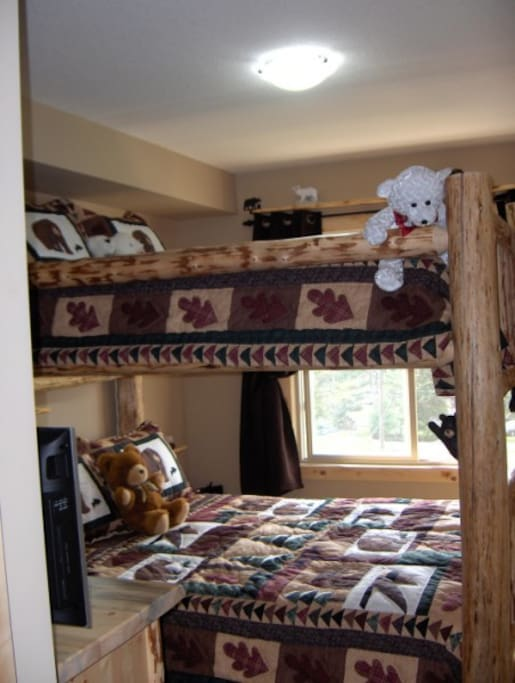 The Bear's Den--queen sized bunk bed--up and down. How many bears can you count in the condo? They are everywhere!