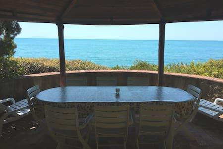 Beautiful flat in a villa overlooking the sea - Rosignano marittimo - Leilighet