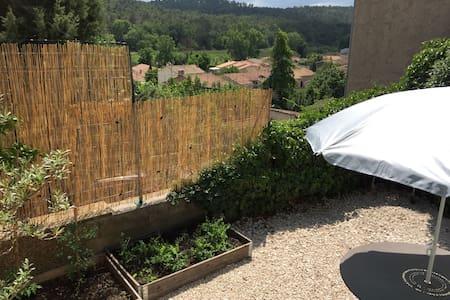 Charmant studio en Provence verte