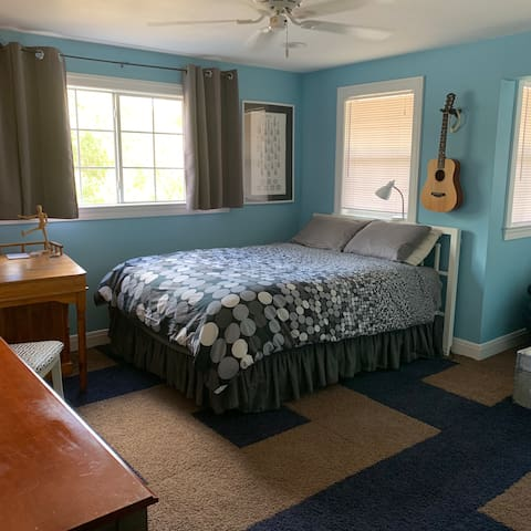 Central- 2 Private rooms Sleeps 3 - 1 bath
