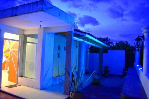 Casa ARBOL: Hermosa habitación con terraza.