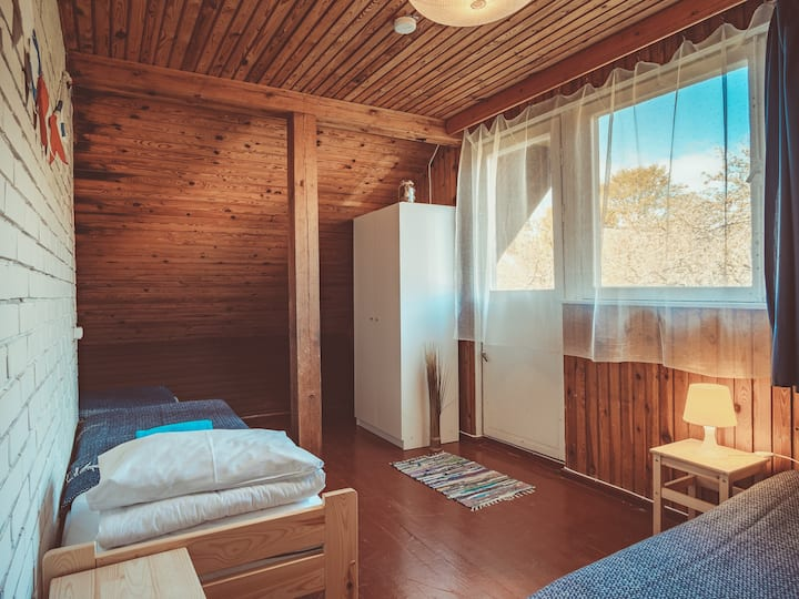 Twin room with semi-private bathroom