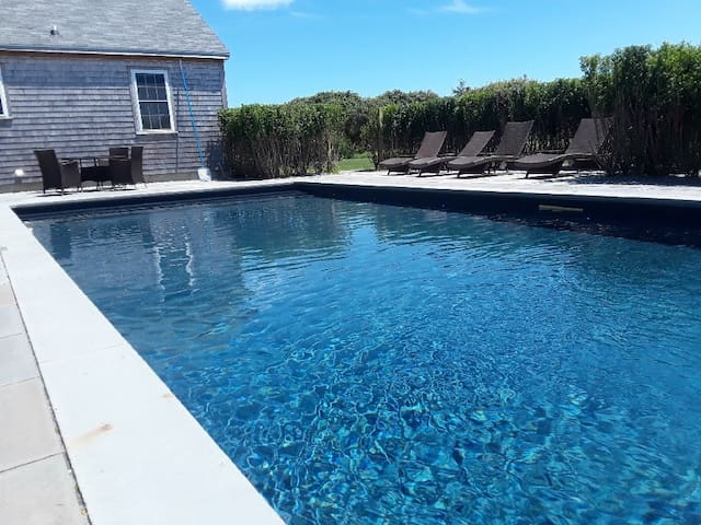 LOW TIDE, in Tom Nevers Neighborhood with Private Pool