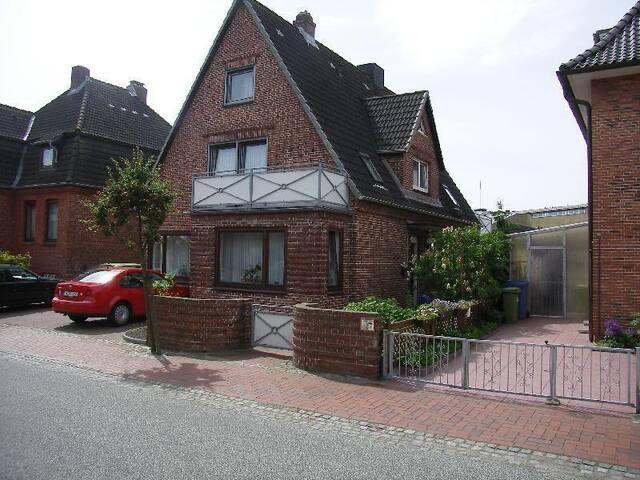 Moltkestraße 17, Wohnung 2 OG
