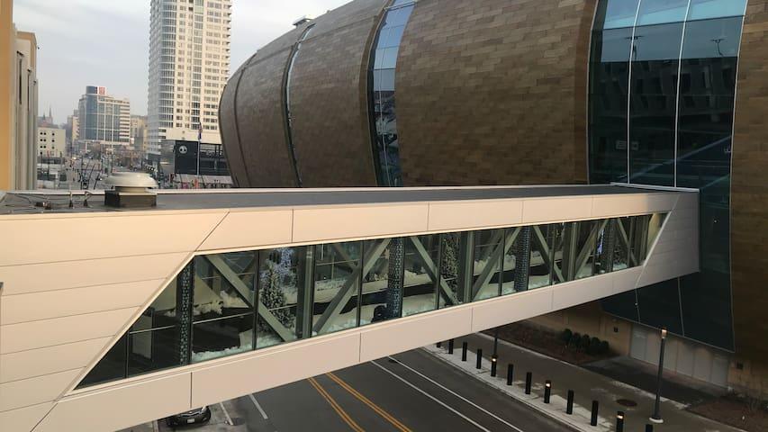 Downtown Milwaukee Condos 1bd / 1ba 1