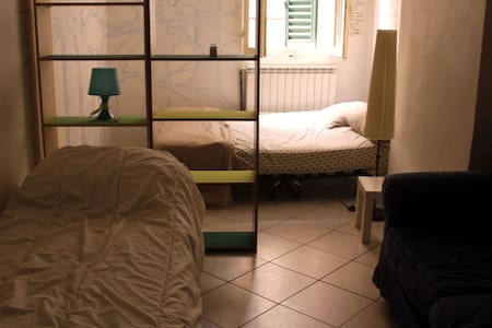 big room in the center - Bologna - Wohnung