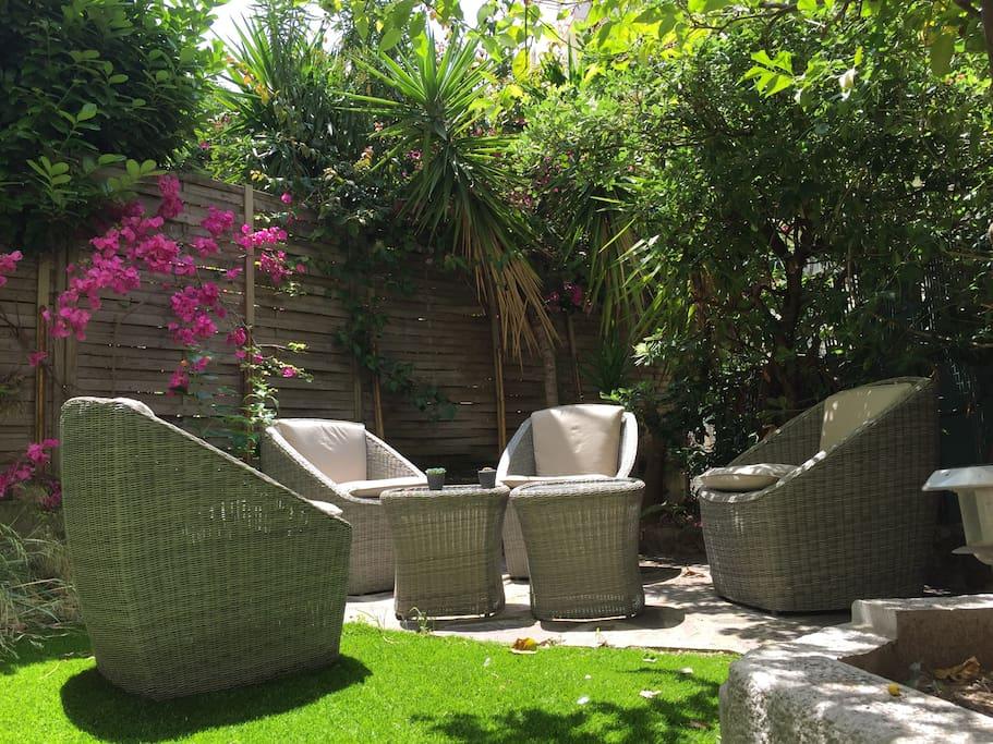 Salon de jardin au soleil