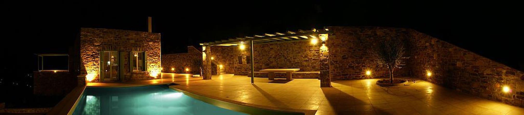 CYCLADES, SYROS, SPLENDIDE VILLA AVEC PISCINE - Kini - House
