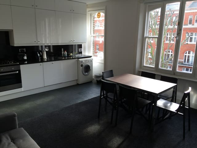 Entire 2 bedroom apartment in leafy Maida Vale - London - Apartment