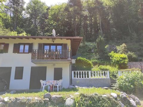 Casa Arianna Entspannender Seeblick auf den Hügel